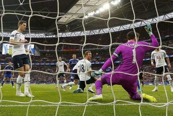 Tottenham intentó reaccionar aunque dejaría espacios en el fondo, las ll...