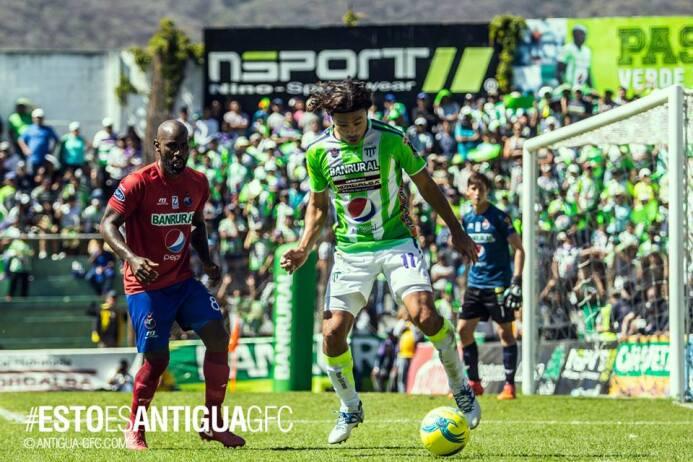Comunicaciones 0-[2] Antigua: Agustín Herrera arranco el torneo en Guate...