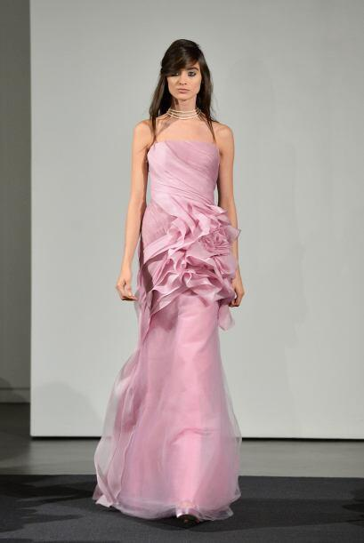 Los tejidos suaves son el marco perfecto para las novias con espíritu de...