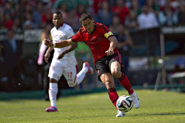 Javier Hernández fue de los mexicanos más destacados en el primer tiempo...