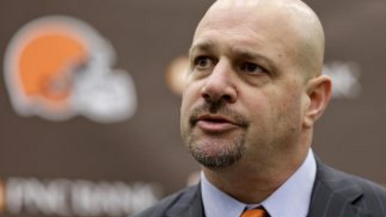 Mike Pettine es el nuevo entrenador en jefe de los Browns (AP-NFL).