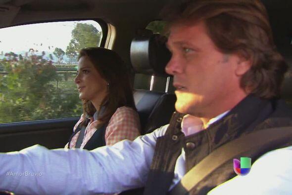 Camila le dice a Mariano que quisiera irse, a pesar del inmenso amor que...