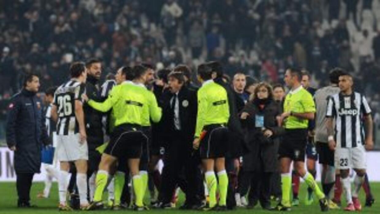 Bronca de los jugadores del Jiventus al final del partido contra Génova.