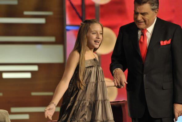El Don también recibió a una pequeñita, Gabriela Borges, quien interpret...