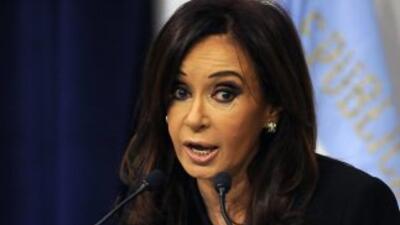 La presidenta de Argentina, Cristina Fernández de Kirchner, anuncia que...