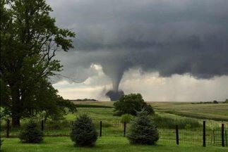 Imagen de un tornado en Iowa. (Crédito:Mark Tarello@mark_tarello)