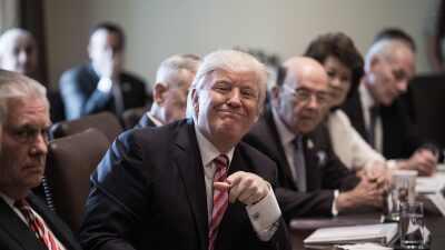 Donald Trump en reunión de gabinete.