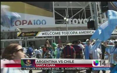 Argentinos y chilenos viven la fiebre de la Copa América Centenario en S...