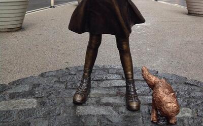 Polémica por la escultura en Wall Street de un perro de bronce que orina...