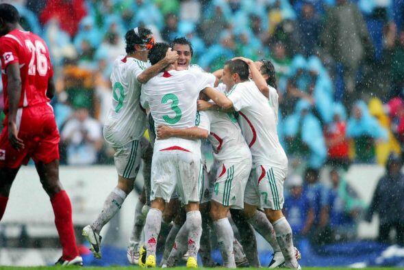 México ganaba el partido 1-0 gracias a un autogol de Felipe Baloy al min...