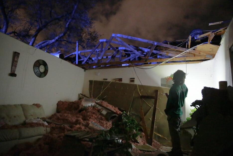 Tormentas y tornados azotan Louisiana y Mississippi tornado7.jpg