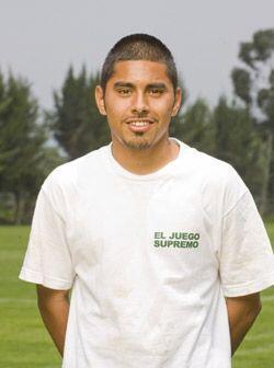Christofer Montiel tiene 18 años y ve en el fútbol el mejor camino para...