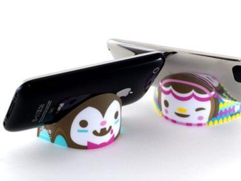 Una nueva base para tu iPhone y iPod Touch de iBend. En coloridos dise&n...
