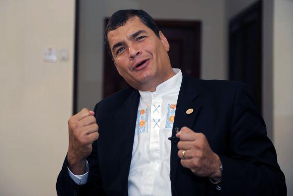 El presidente de Ecuador Rafael Correa se mantiene con paso firme, listo...
