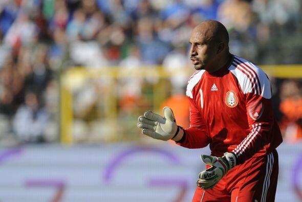 El portero mundialista en 2002 y 2010, Oscar Pérez firmó c...