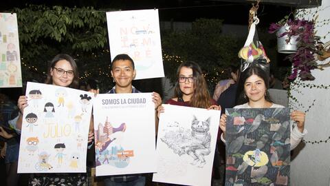 Artistas junto con sus piezas para el calendario.