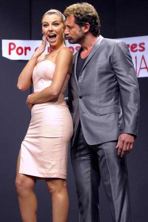 Gabriel Soto y Marjorie de Sousa en la  promoción de la obra de t...