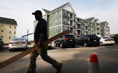 Uno de los problemas que motiva la crisis habitacional en EEUU es la fal...