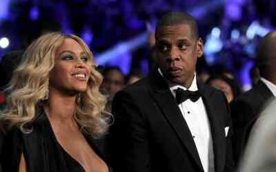 LAS VEGAS, NV - NOVEMBER 21: Beyonce Knowles and Jay-Z look on before Mi...