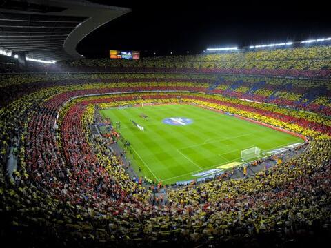 Un pletórico estadio Camp Nou recibió la última edi...