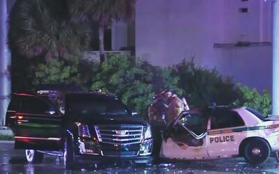 Una oficial y un conductor heridos deja un accidente de tráfico tras una...