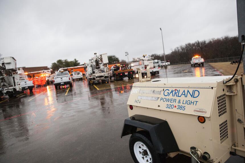 Tornados dejan una docena de muertos en Texas GettyImages-502621930_mast...