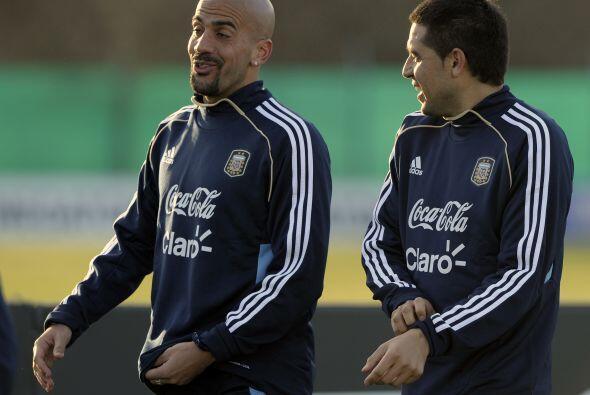 Risas en el reencuentro de dos pesos pesados del fútbol argentino, Juan...