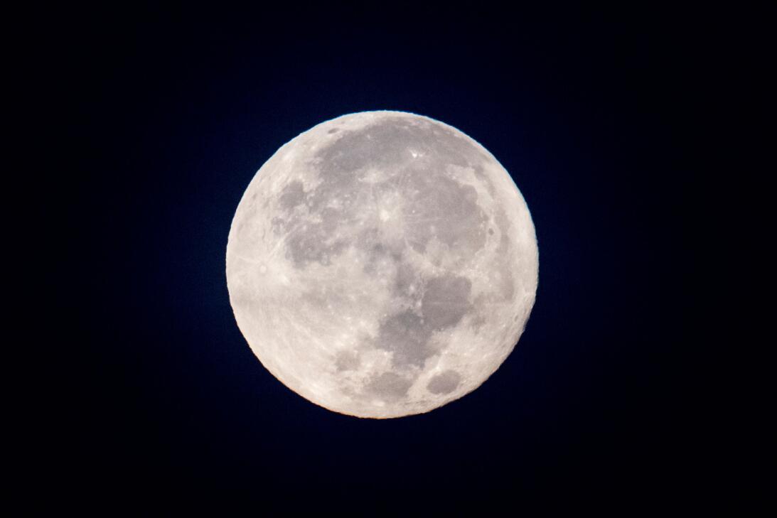 En fotos: Así iluminó el firmamento la primera superluna de 2018 gettyim...