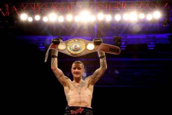 Ricky Burns retuvo el título ligero de la Organización Mundial de Boxeo...