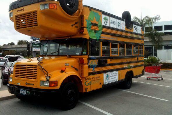Este autobús escolar quedó tan confundido como los alumnos que transporta.