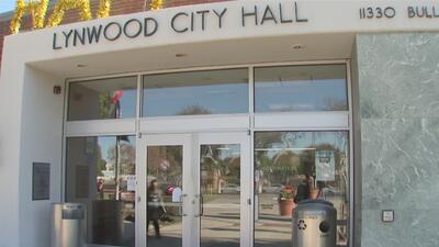 Habitantes de Lynwood denuncian presuntas anomalías en el manejo de los fondos de la ciudad