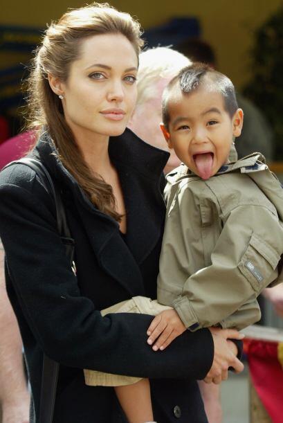 Jolie con Maddox en 2005. Mira cómo el pequeñito ya se divertía con las...
