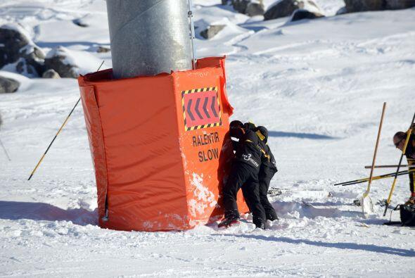 El 29 de diciembre del 2013 sufrió un accidente esquiando en las montaña...