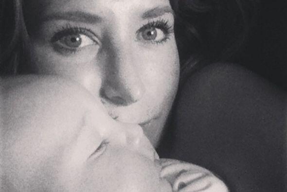 Geraldine Bazán es otra de las actrices que anda feliz con su pequeña Al...