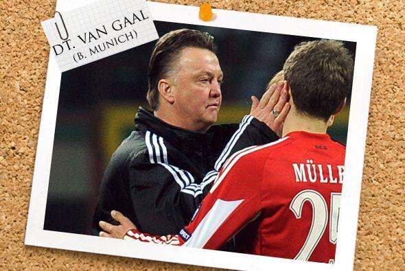Todos estos futbolistas son dirigidos por el holandés Louis van Gaal, es...