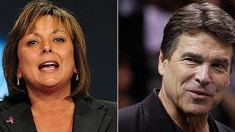 Los gobernadores de Nuevo México, Susana Martínez, y de Texas, Rick Perry.