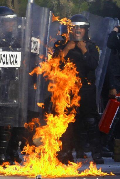 Uno de los enfrentamientos más largos se dio en Paseo de Reforma,...