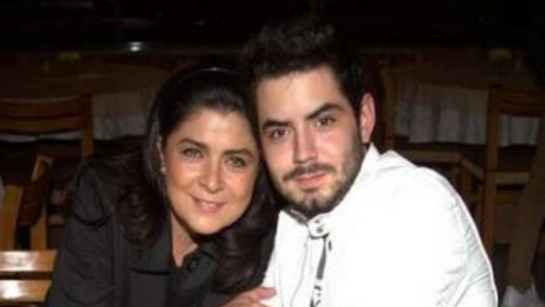 José Eduardo mantiene una relación de 10 meses con Bárbara Escalante.