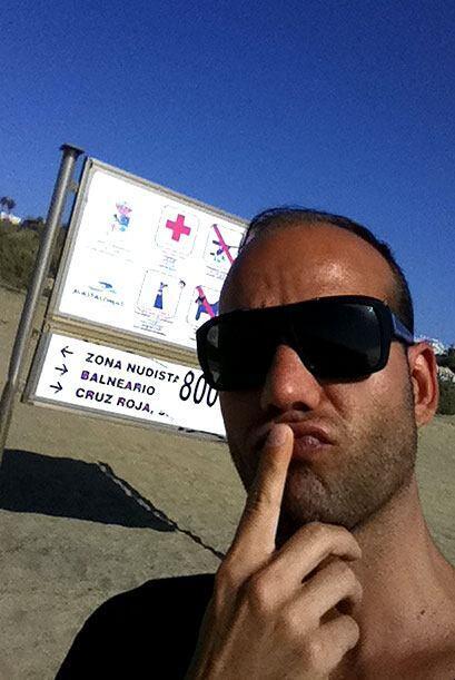 Raúl no se animaba a entrar a la playa nudista
