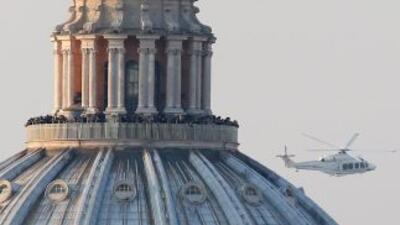 El Papa Benedicto XVI abandonó en un helicóptero la Santa Sede el 28 de...