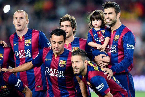 Y Milan se tomó la foto de equipo con todas las estrellas del Barcelona.