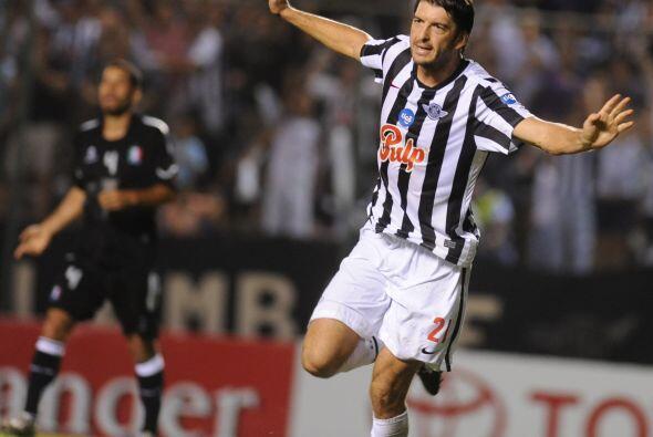 El delantero argentino de Libertad, Nicolás Pavlovich, fue el autor de l...