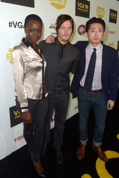 Con sus compañeros Norman Reedus (Daryl) y Steve Yeun (Glenn). Mi...