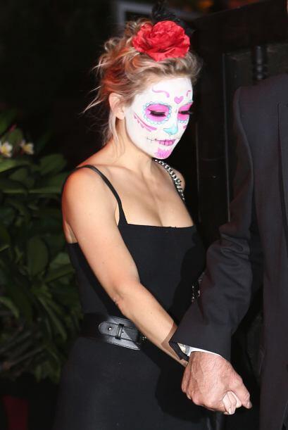 A la fiesta asistieron celebridades como Kate Hudson que lucía un disfra...
