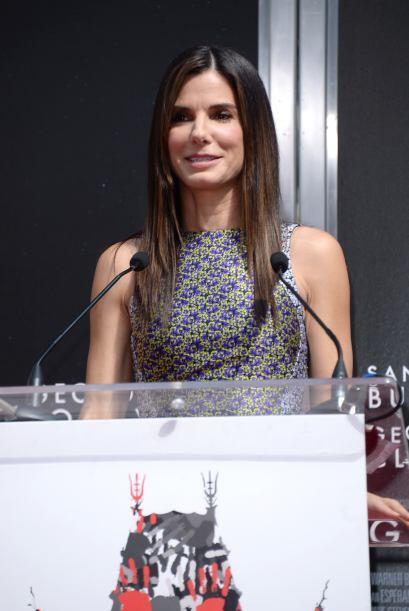 La famosa recibió un gran honor este verano, al imprimir sus palmas y pi...