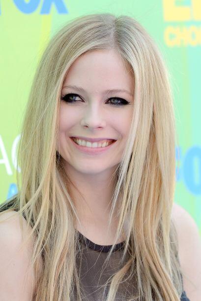 Con el paso del tiempo Avril Lavigne mejoró su sonrisa y se deshizo de l...