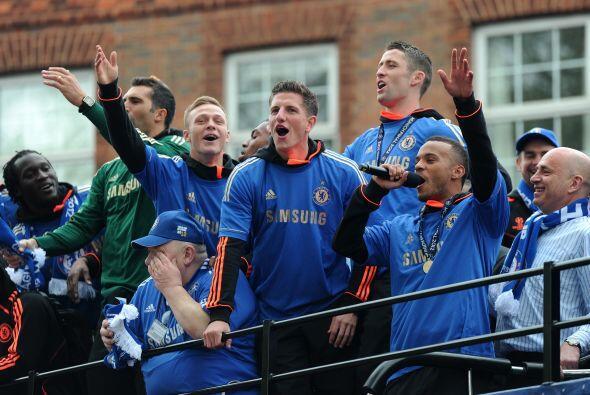 Los jugadores también se dirigieron a la gente, agradeciendo todo el apo...