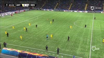 Tarjeta amarilla. El árbitro amonesta a Ramy Bensebaini de Rennes