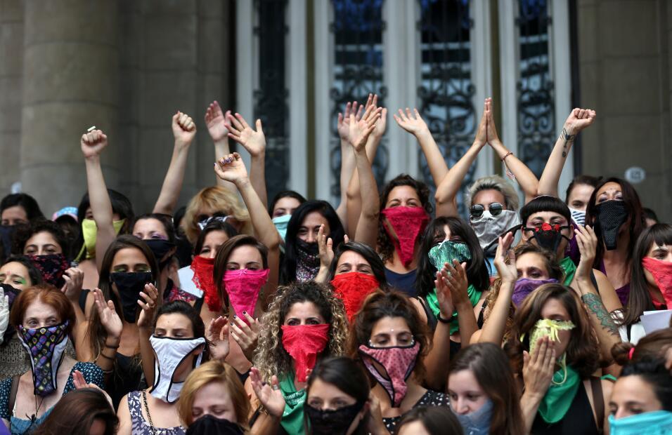 Argentina. En Buenos Aires, las mujeres se taparon la cara con pañuelos...