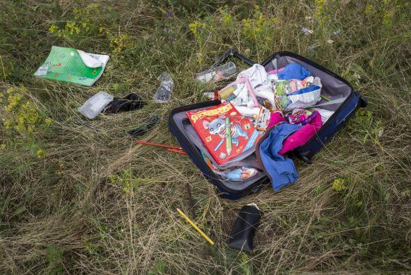Los servicios de rescate hallaron numerosas maletas.